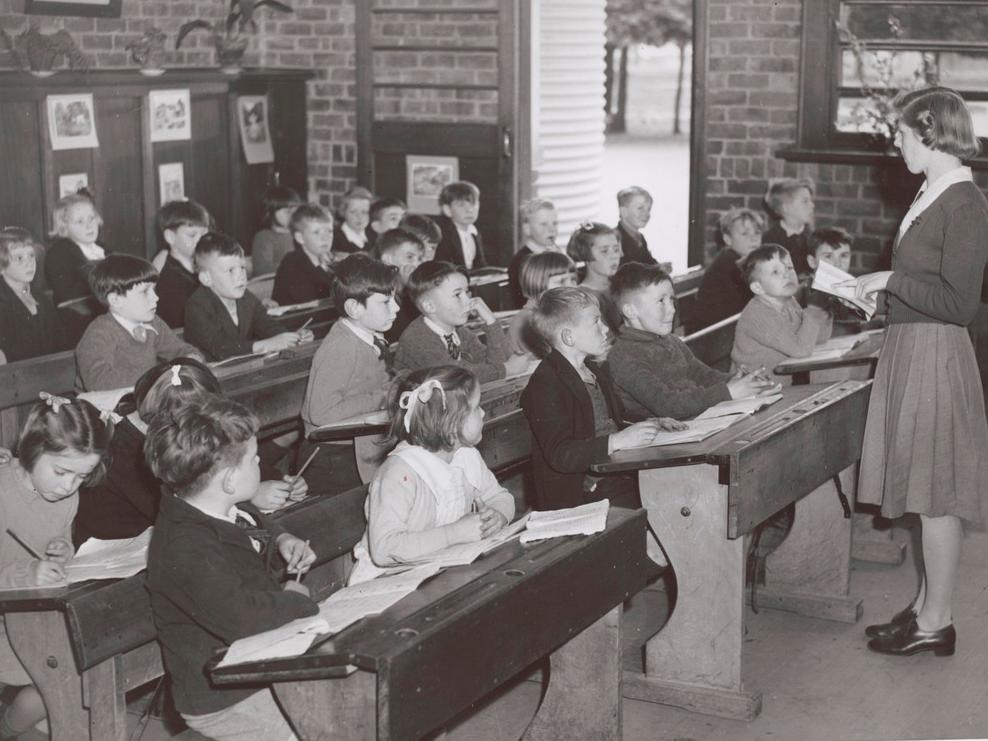 ~Școala în România anului 1940~