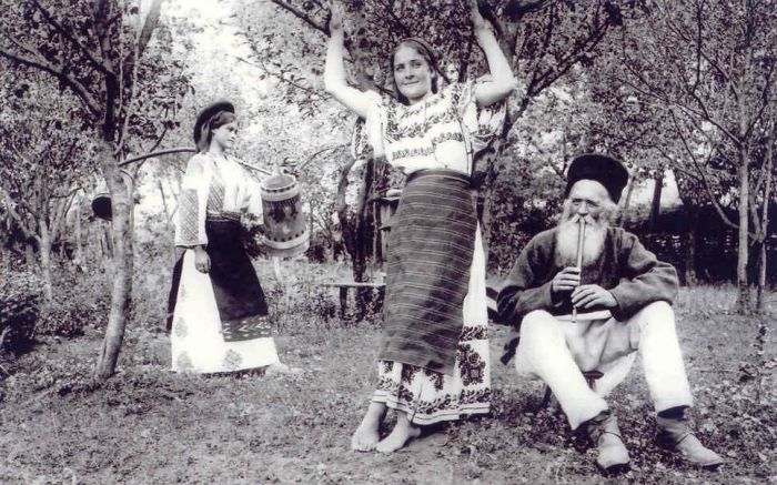 ~ Port tradițional românesc vechi de 100 de ani ~